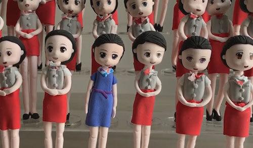 статуэтки в виде выпускниц