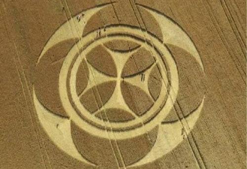 таинственный символ на поле