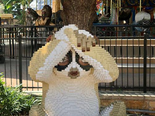скульптуры животных в зоопарке