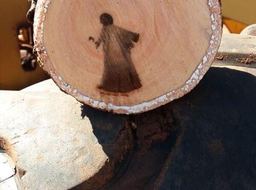 божественное изображение в дереве