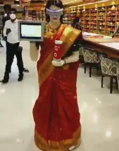 робот в традиционной одежде