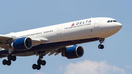 авиапассажиры без защитных масок