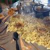 макароны разбросали по столу
