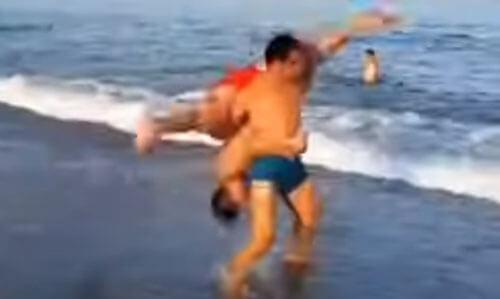 шоу трюкачей на пляже