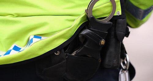 спасение полицейского в наручниках