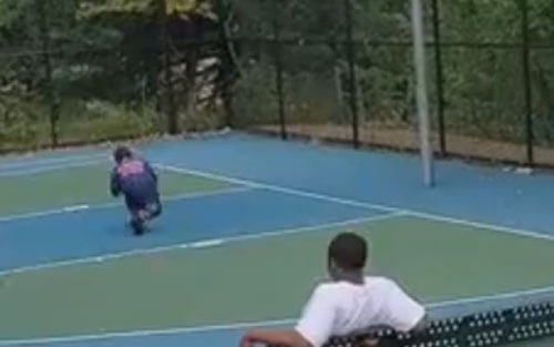 дядя попал мячом в племянника