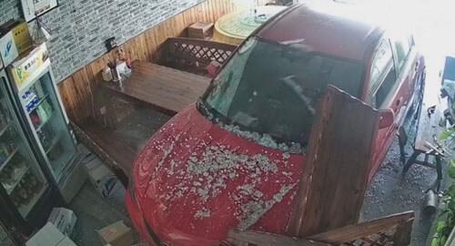 водительница въехала в ресторан