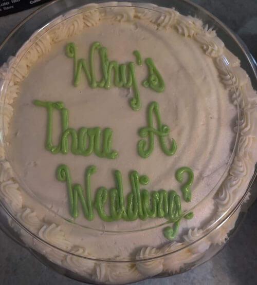 ошибочная надпись на торте