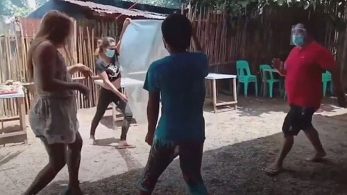 танец с социальной дистанцией