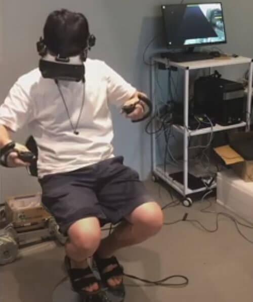 робот расставляет товары на полках