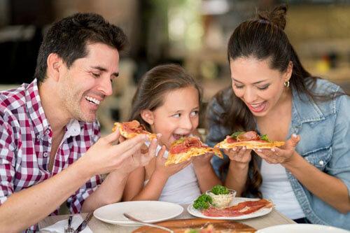 как разогреть три пиццы в духовке
