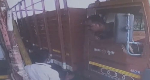 водитель грузовика с саблей