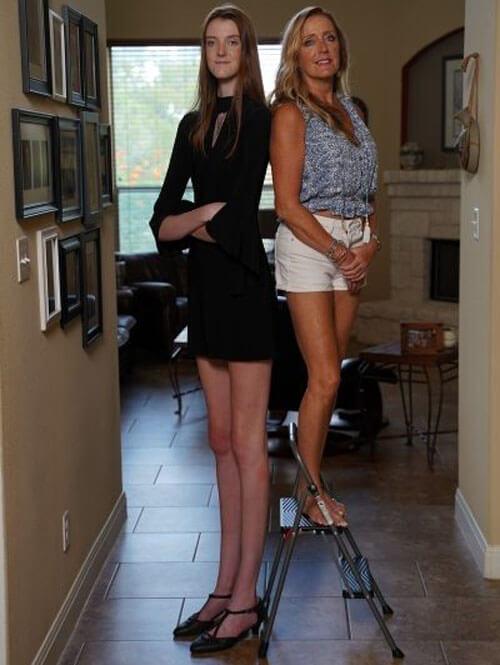 девушка с самыми длинными ногами
