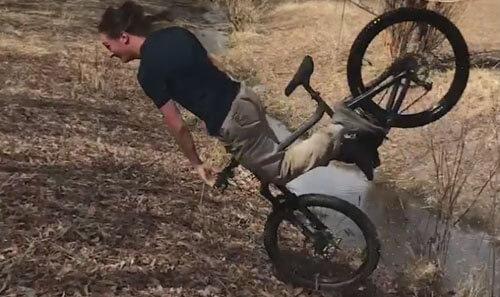 велосипедный трюк студента