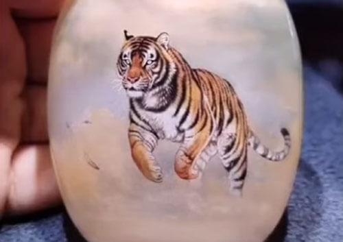 рисунки тигров в бутылке