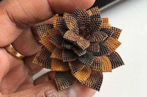 кольцо-цветок с бриллиантами