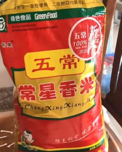 фальшивый пластиковый рис