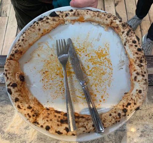 варварски съеденная пицца