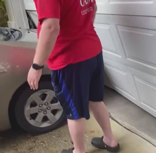 автомобиль врезался в гараж