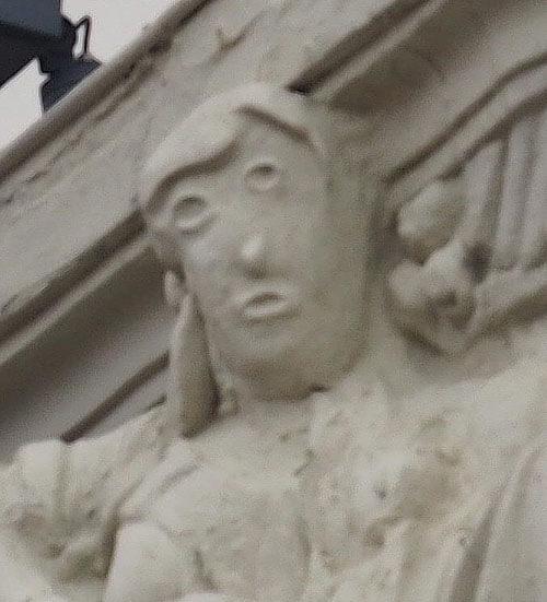 плохая реставрация скульптуры