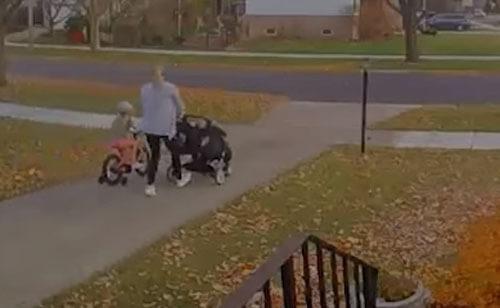 трое детей на колёсах