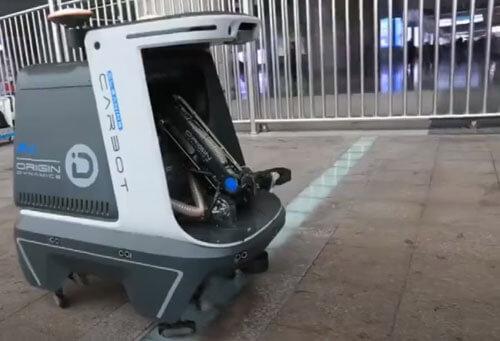 робот-мусорщик бродит по улицам