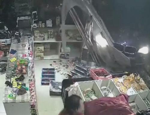 водительница въехала в магазин
