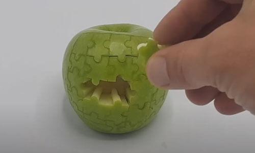 яблоко превратилось в головоломку