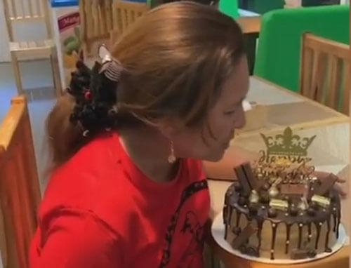 сюрприз в праздничном торте