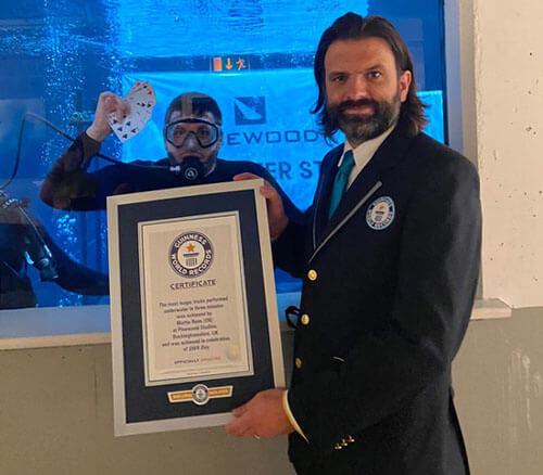 фокусник-рекордсмен под водой
