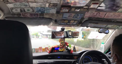 такси украшенное деньгами