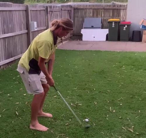 гольфист разбил стекло машины