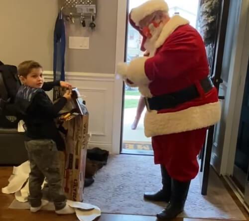 санта отказал мальчику в подарке
