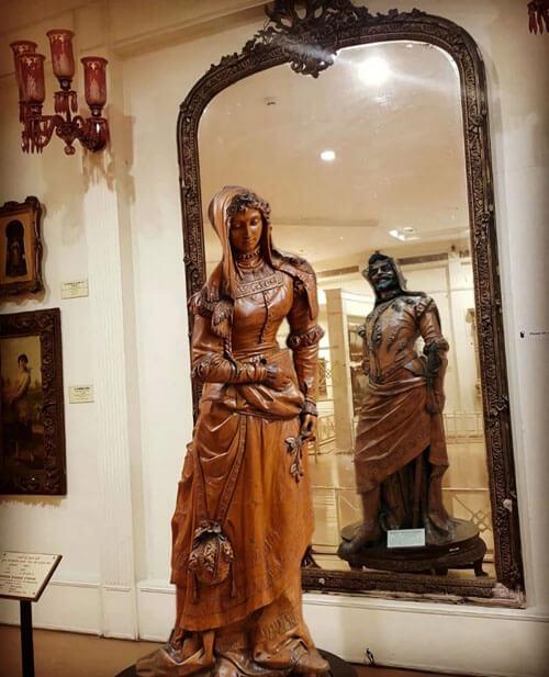 двойная деревянная скульптура