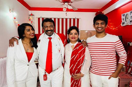 семейство в бело-красном цвете