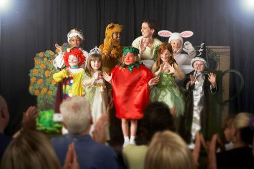 роль ёлки в детском спектакле