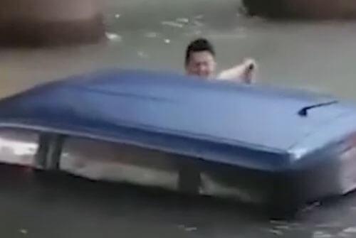 смельчаки в холодной воде
