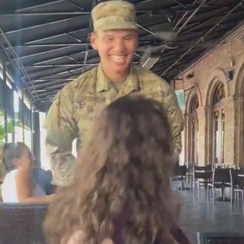 сын-военный на мамином селфи