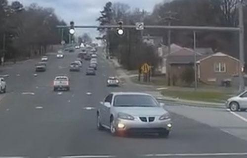 неадекватный водитель на дороге