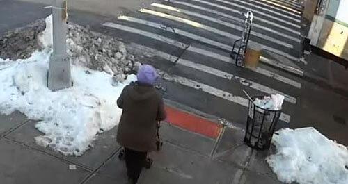 водитель сбил бабушку с внуком