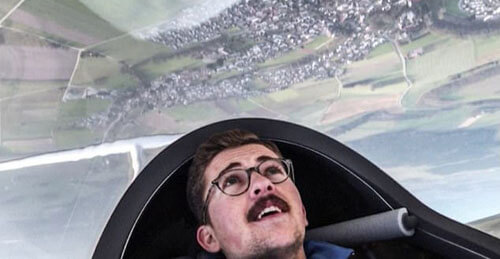 пилот нарисовал в небе шприц
