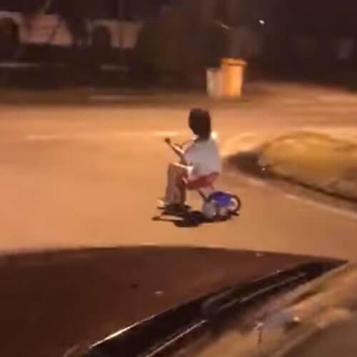 маленький призрачный велосипедист