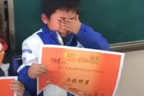 школьник получил грамоту