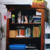 предмет в книжном шкафу