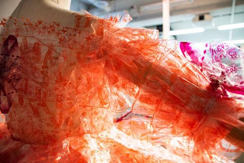 платье из обёрток от крекеров