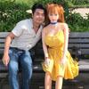 чудак и его кукольная подружка
