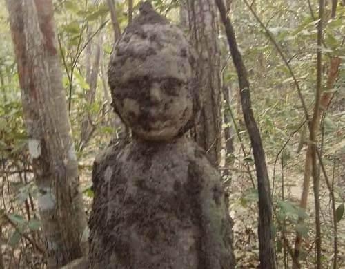 термитник похож на мальчика-духа