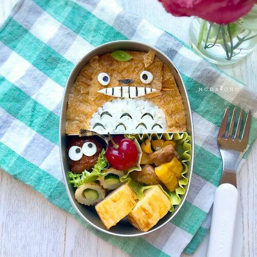 кулинарка украшает еду