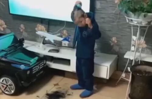 мальчик постриг сам себя