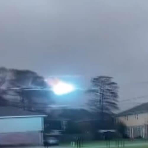 пульсирующий свет на проводах